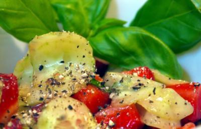 Gurken-Erdbeer-Salat - Rezept