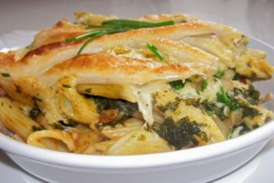 Rezept: Nudel-Spinat-Auflauf mit Käse-Blätterteig-Kruste