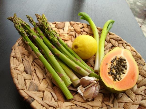 Lauwarmer Salat vom grünen Spargel und Papaya - Rezept - Bild Nr. 2