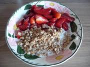 Süße Mahlzeiten : Erdbeeren an Dinkelmüsli mit Milch - Rezept