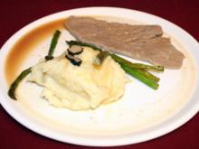 Kalbsschnitzel mit Weißweinsoße und getrüffeltem Kartoffelbrei, dazu grüner Spargel - Rezept