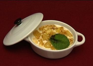 Pannacotta mit Babyananas-Kompott und Tonkabohne (Raúl Richter) - Rezept