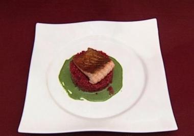 Lachsfilet mit Rote-Bete-Graupenrisotto auf Wasabi-Schaum (Isabell Horn) - Rezept