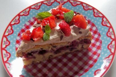 Beerenkuchen mit Schokosahne - Rezept