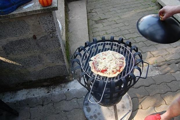 Pizza vom Holzkohlengrill - Rezept - Bild Nr. 12