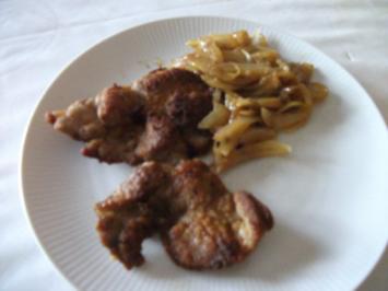 Kotelett mit Curry-Zwiebeln - Rezept