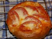 Brezel Teig Stückchen Tomate Mozarella - Rezept