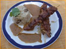 Saté-Spieße mit Erdnusssauce und Champignon-Bratreis - Rezept