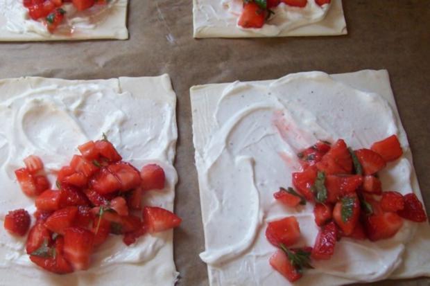 Snack/Vorspeise: Blätterteigtaschen mit Balsamico-Erdbeeren und Ziegenfrischkäse - Rezept - Bild Nr. 4