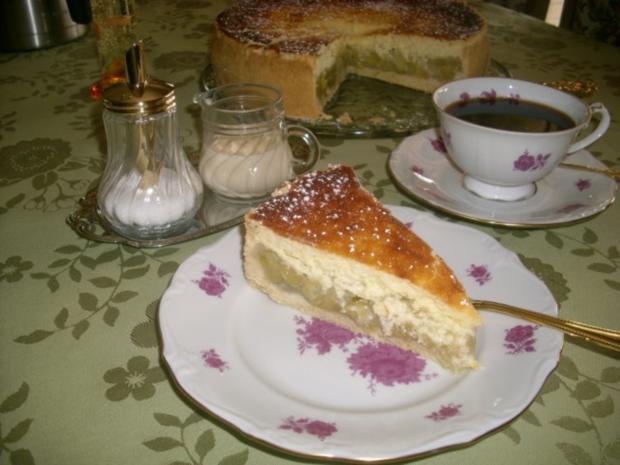 Rhabarbertorte mit Eierschecke>> - Rezept