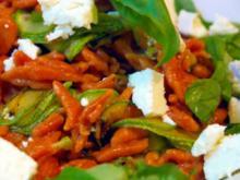 Tomatenspätzle mit gebratenen Zucchini und Schafkäse - Rezept