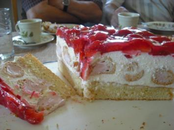 Rezept: Erdbeer-Windbeutel-Torte