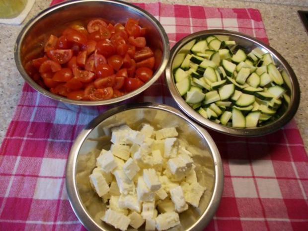 tomaten zucchini salat mit feta rezept. Black Bedroom Furniture Sets. Home Design Ideas