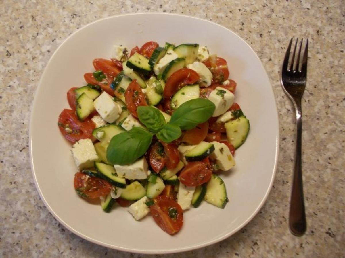 Salat Mit Zucchini : tomaten zucchini salat mit feta rezept ~ Yuntae.com Dekorationen Ideen