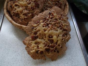 Gewürzfladen mit Käse-Zwiebel-Speck-Belag - Rezept