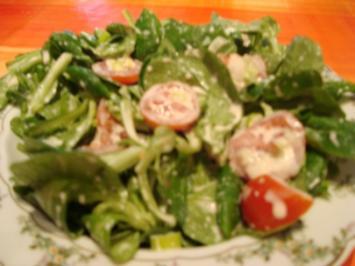 Feldsalat mit Spicy-Lemon-Dressing - Rezept