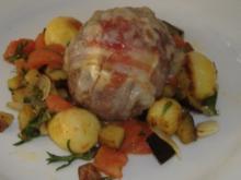 Hackbällchen mit Ziegenkäse und Bacon auf Kartoffel-Auberginen-Gemüse - Rezept
