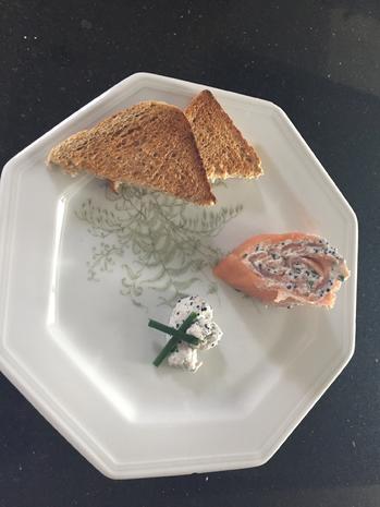 Fisch: LACHS-ROULADE  gefüllt mit Creme-fraiche und Lachskaviar - Rezept - Bild Nr. 2988