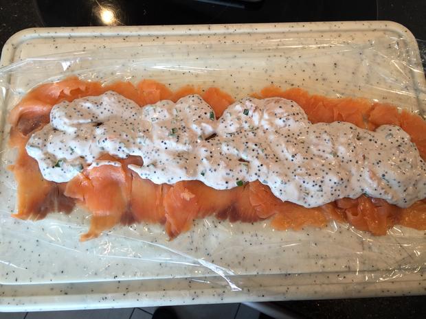 Fisch: LACHS-ROULADE  gefüllt mit Creme-fraiche und Lachskaviar - Rezept - Bild Nr. 2990