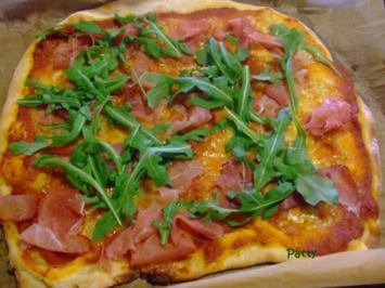 PIZZA Grundrezept mit klassischer Tomatensauce - Rezept
