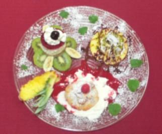 Bananen-Amarena-Törtchen, Ananas-Kokos-Creme und Himbeer-Quark-Säckchen - Rezept