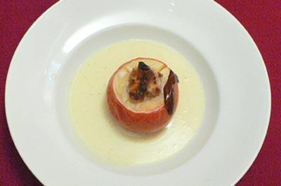 Bratapfel mit Marzipanfüllung und Vanilleschaum - Rezept