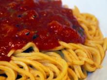 Handgemachte Spaghetti mit Tomaten-Aprikosen-Sugo - Rezept