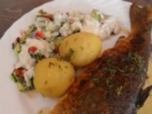 forelle mit  thymian-rosmarin-butter u.gemischtem salat - Rezept