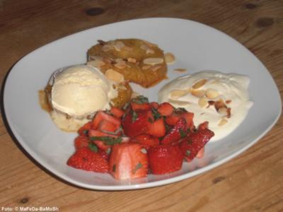 Karamellisierte Ananas an Erdbeersalat - Rezept