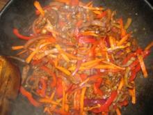 scharfes Rindfleisch mit Möhren, Zwiebeln und Paprika - Rezept