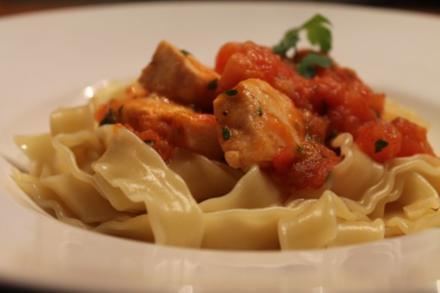 Pasta mit Lachs in Tomaten - Rezept