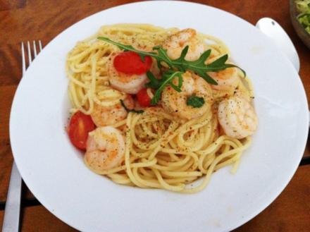 Spaghetti mit Garnelen,Rucola und Cherrytomaten in Proseccosauce - Rezept