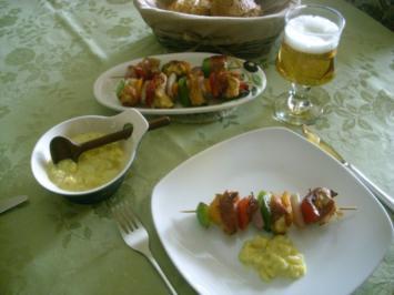 Fruchtige Hähnchenspieße mit Apfel-Curry-Dip>> - Rezept