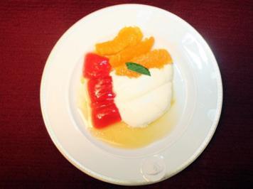 Joghurtmousse mit Orangendip und einem Hauch von Rot - Rezept