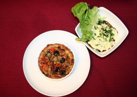 Pikante Knusper-Tomaten-Tarte mit Salatnest - Rezept