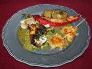 Rucola-Seitan-Roulade auf Zucchinibett mit Senf-Feigensoße und gefüllten Antipasti - Rezept