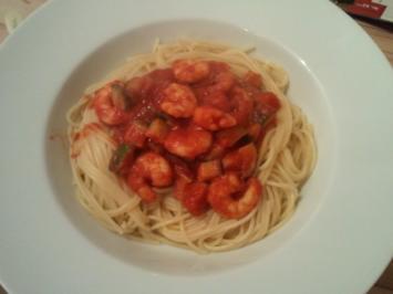 Pasta mit Garnelen-Zucchini-Soße - Rezept