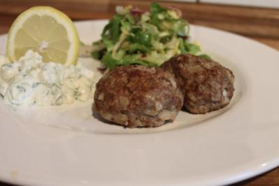 Bifteki mit Tzatziki - Rezept