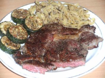 Fleisch: Rumpsteak mit gebratener Zucchinie - Rezept