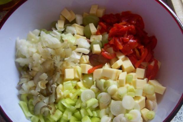 Fruchtiger Käse-Wurst-Salat mit Apfel und Trauben - Rezept - Bild Nr. 3