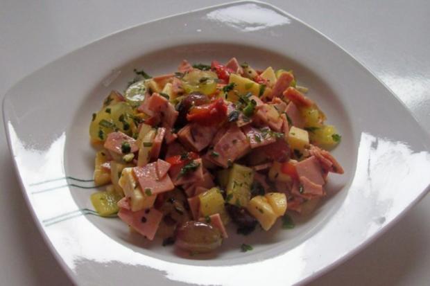 Fruchtiger Käse-Wurst-Salat mit Apfel und Trauben - Rezept - Bild Nr. 6