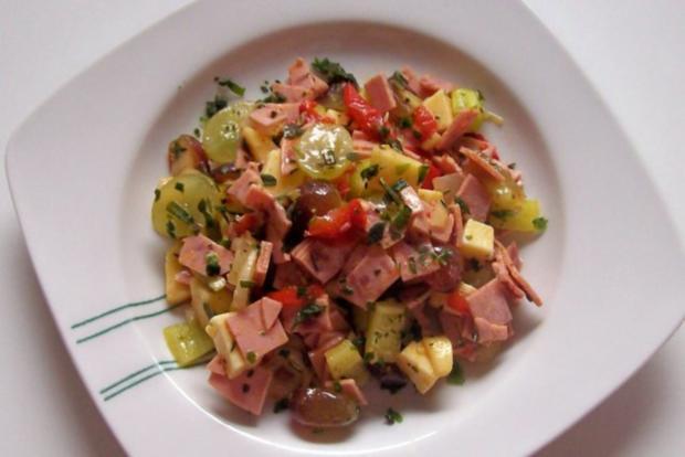 Fruchtiger Käse-Wurst-Salat mit Apfel und Trauben - Rezept - Bild Nr. 7