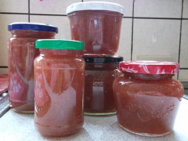 Reine rhabarber marmelade