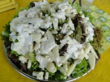 Birnensalat mit Edelschimmelkäse und Roquefort - Rezept