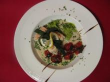 Gefülltes Lachsfilet mit Erbsenpüree und glasierten Kirschtomaten - Rezept