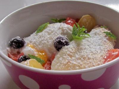 Sommerfrüchte mit Kokos-Limetten-Baiser - Rezept