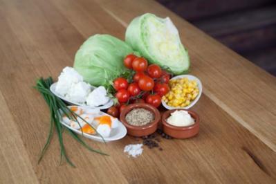 Eisbergsalat mit Cherry Tomaten und Krebsfleisch - Rezept