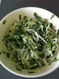 Kohlrabi-Salat mit Petersilie und Meerrettich-Dressing - Rezept