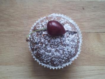 Kirsch-Muffins - schwarz-weiß - Rezept