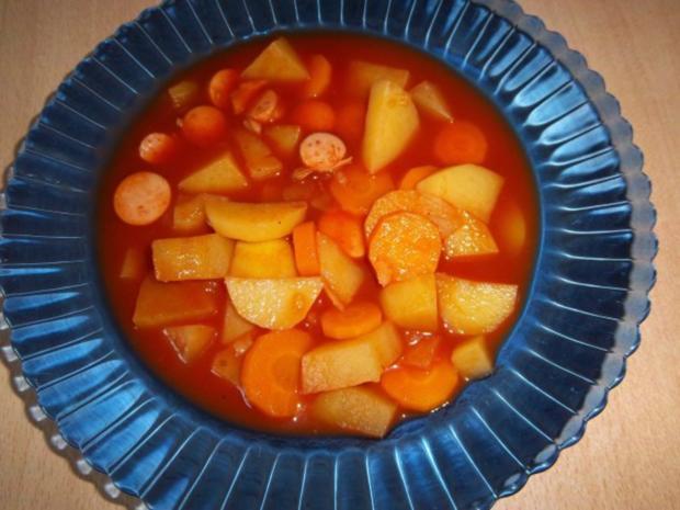 Kartoffel-Karotten-Eintopf mit Würstchen - Rezept